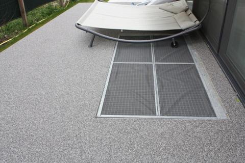 steinteppich natursteinteppich terrassenboden balkonabdichtung kunstharzboden bodenbeschichtungen. Black Bedroom Furniture Sets. Home Design Ideas